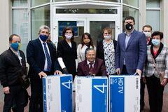 Фонд Порошенко передал одни из лучших ИФА-тестов на COVID-19 и оборудование в больницы Киевщины