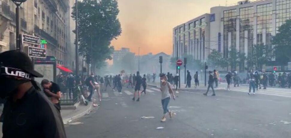 Антирасистські протести докотилися до Франції: поліція застосувала газ. Фото та відео