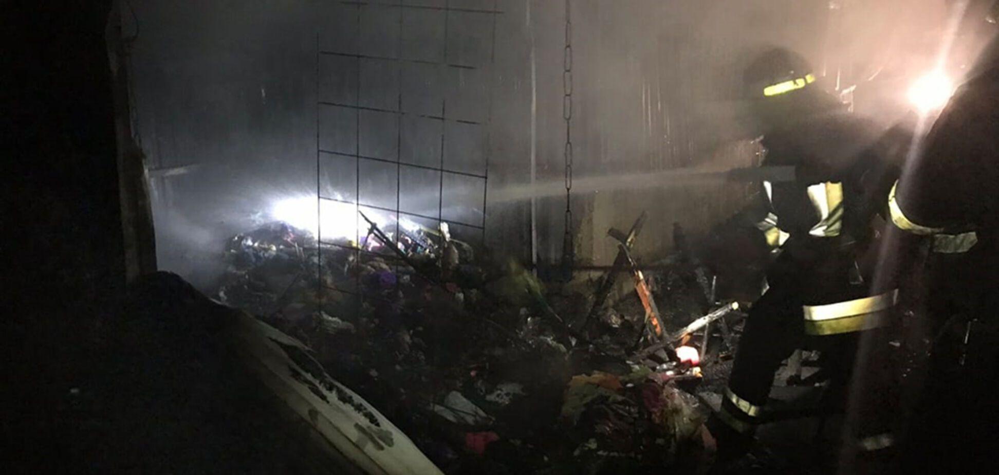 В Кривом Роге масштабный пожар уничтожил павильоны на Центральном рынке. Фото и видео