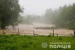 В Черновицкой области подтопило мост