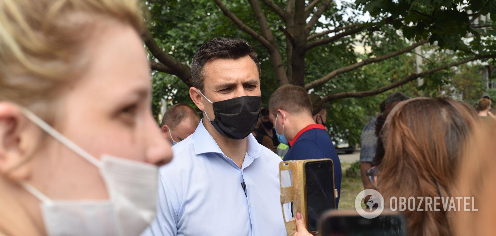 Тищенко приехал на место взрыва в жилом доме в Киеве с лимонами. Фото