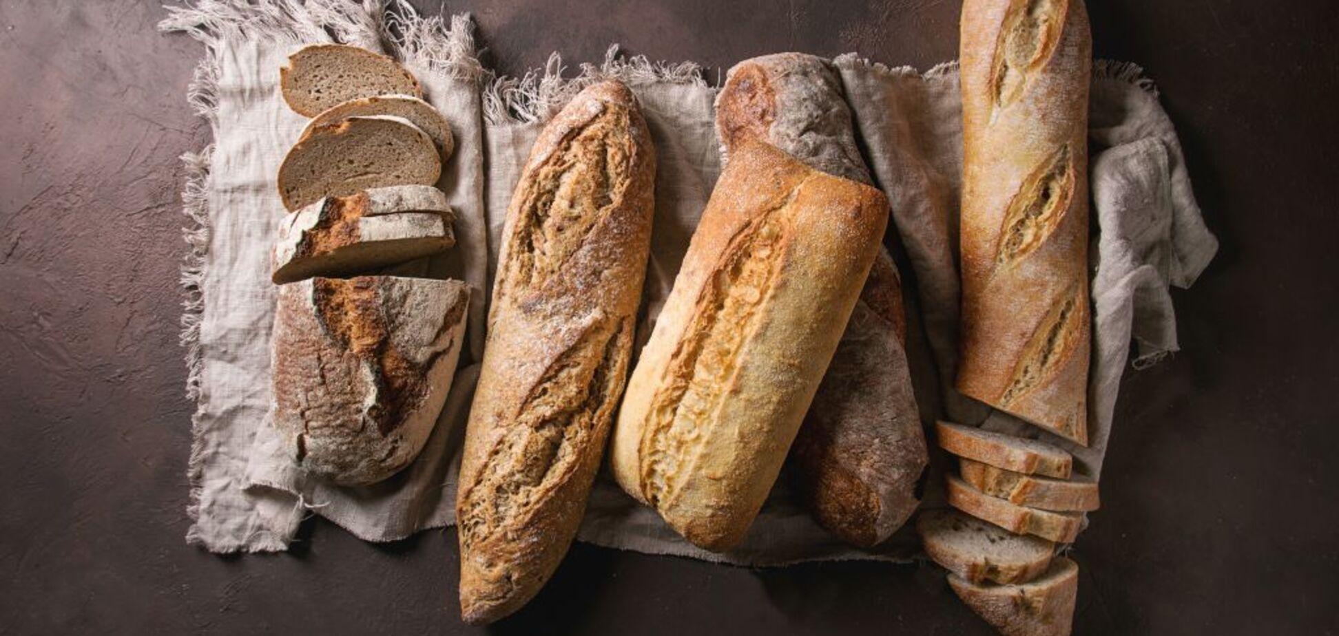 Черствий хліб за допомогою води і духовки перетворюється в свіжий