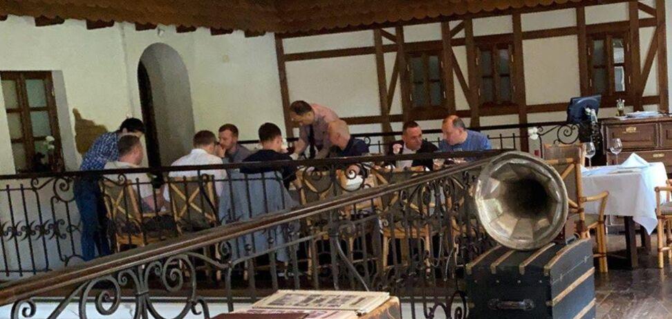 У Дніпрі нардепів від 'Слуги народу' зняли в ресторані під час карантину. Фото