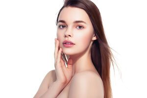 С помощью декоративной косметики можно подчеркнуть естественную красоту