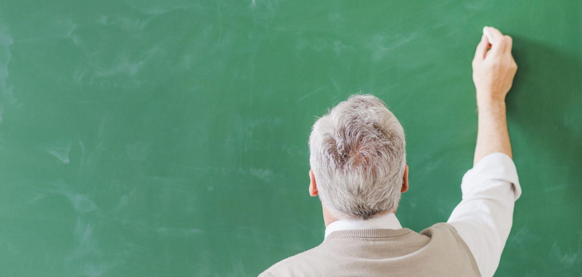 Для учителей пенсионного возраста вводят контракты