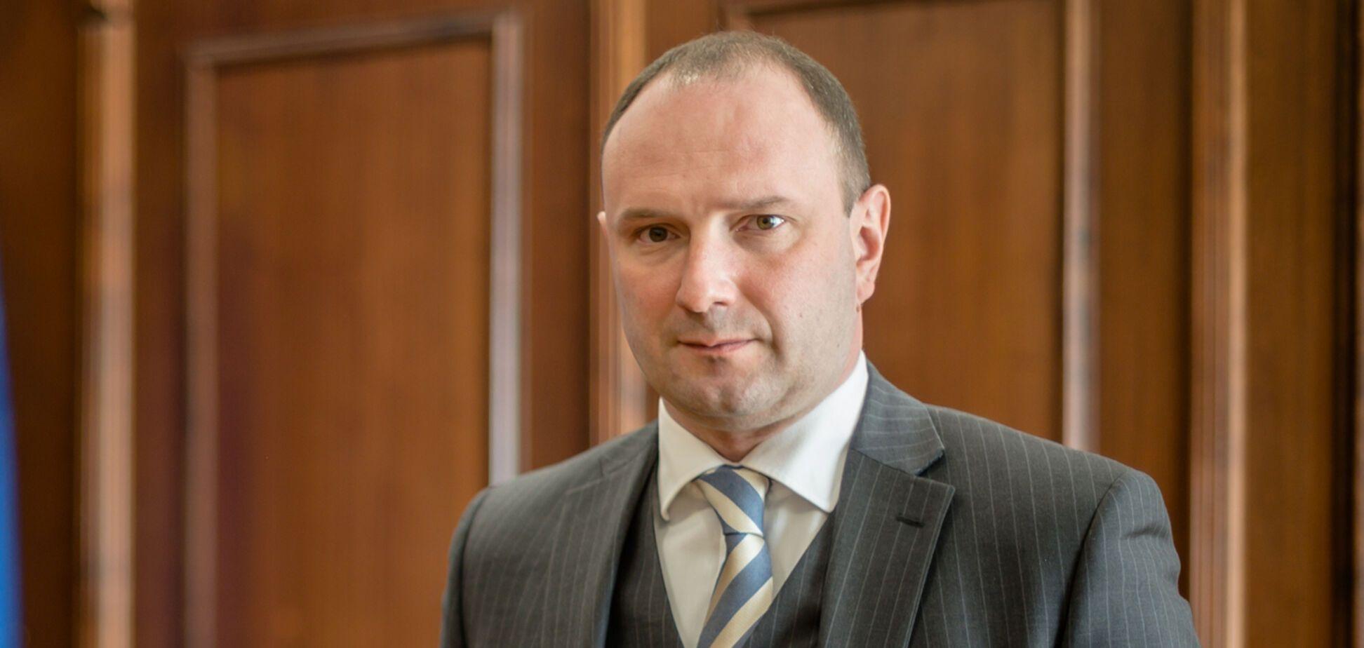 Єгора Божка усунули від роботи в МЗС
