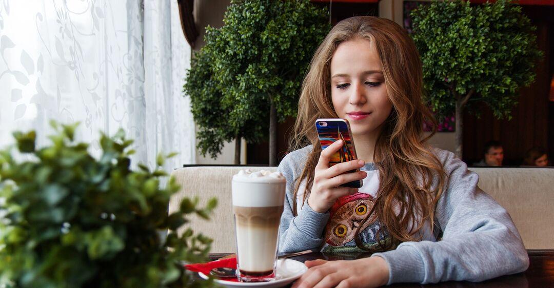 Телефон могут прослушивать как правоохранительные органы, так и частные лица