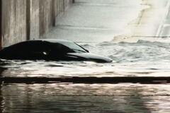 Розкішна Audi A7 невдало форсувала затоплений перехід