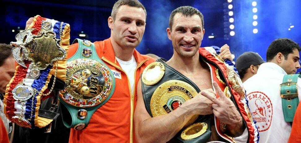 Братья Кличко с выигранными чемпионскими поясами