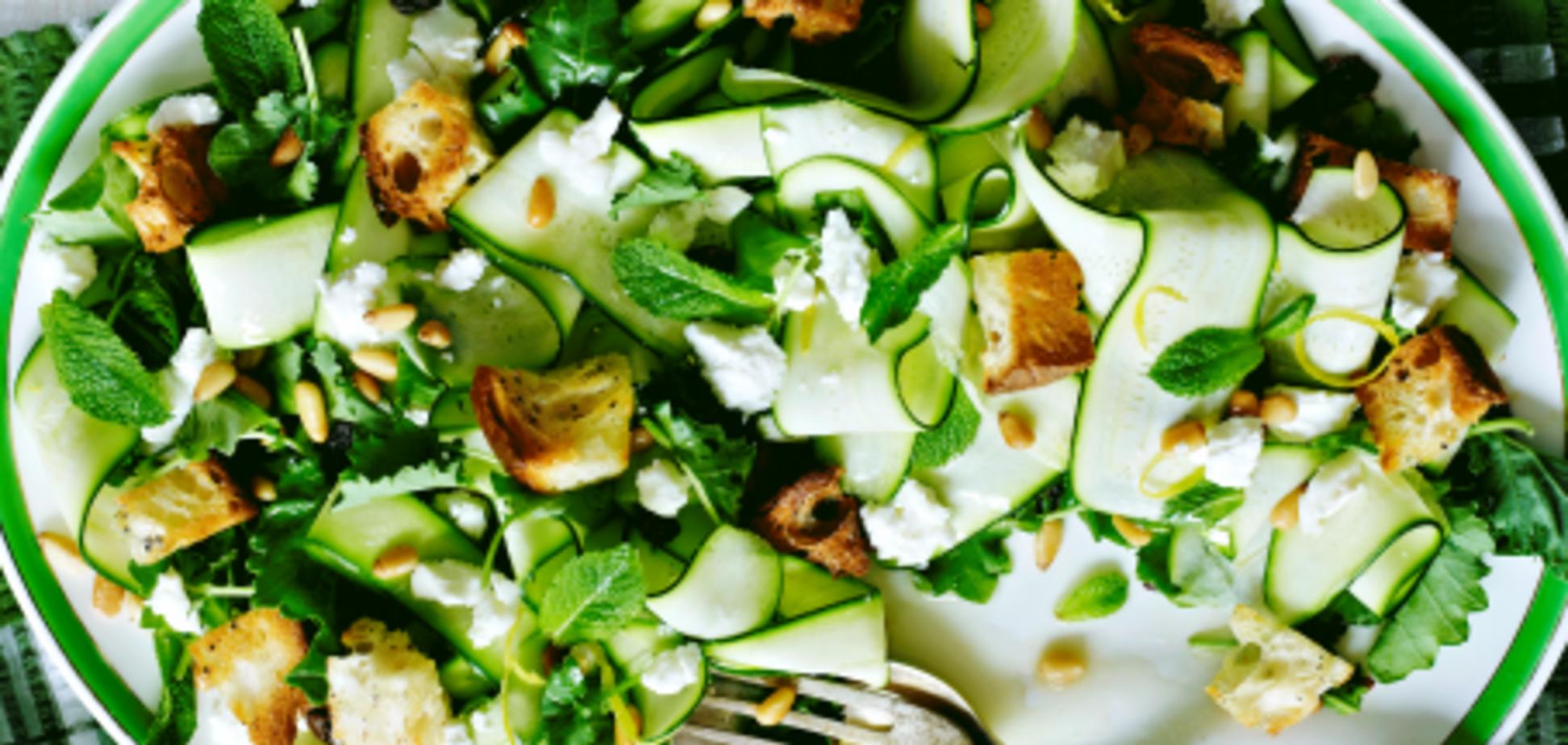 Літній салат з кабачків і сиру