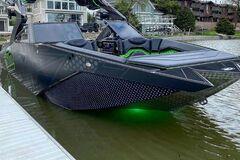 Незвичайний катер Pavati, через який потонули два позашляховики. Фото: carscoops.com