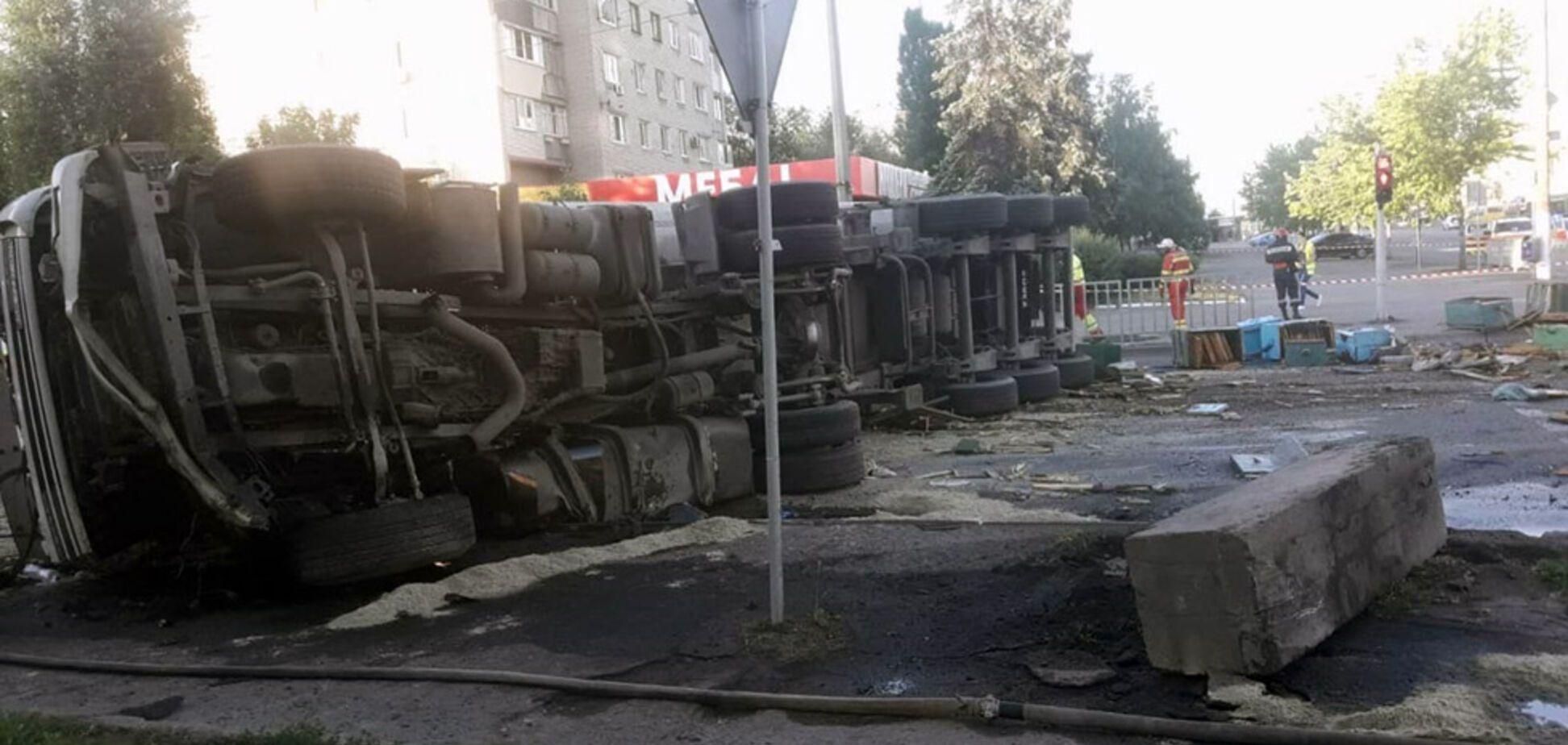В Днепре столкнулись грузовик и микроавтобус: среди погибших есть ребенок. Фото аварии