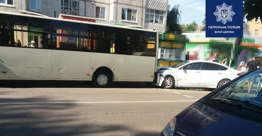 На Киевщине столкнулись автобус и две легковушки