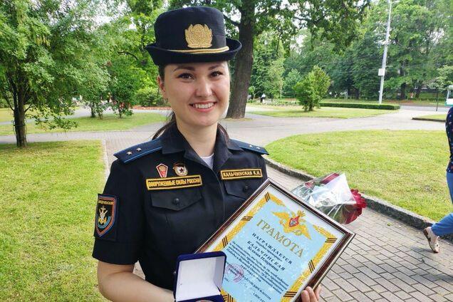 Дівчина, що загубила туфлю на параді в Росії, отримала медаль