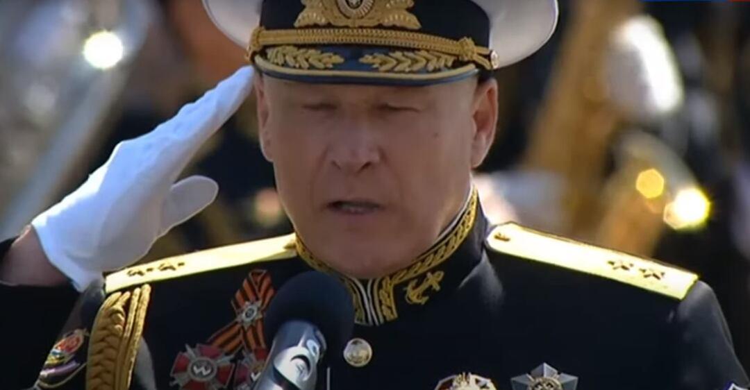 Сергій Єлісєєв прийшов на парад у Росії з українськими орденами