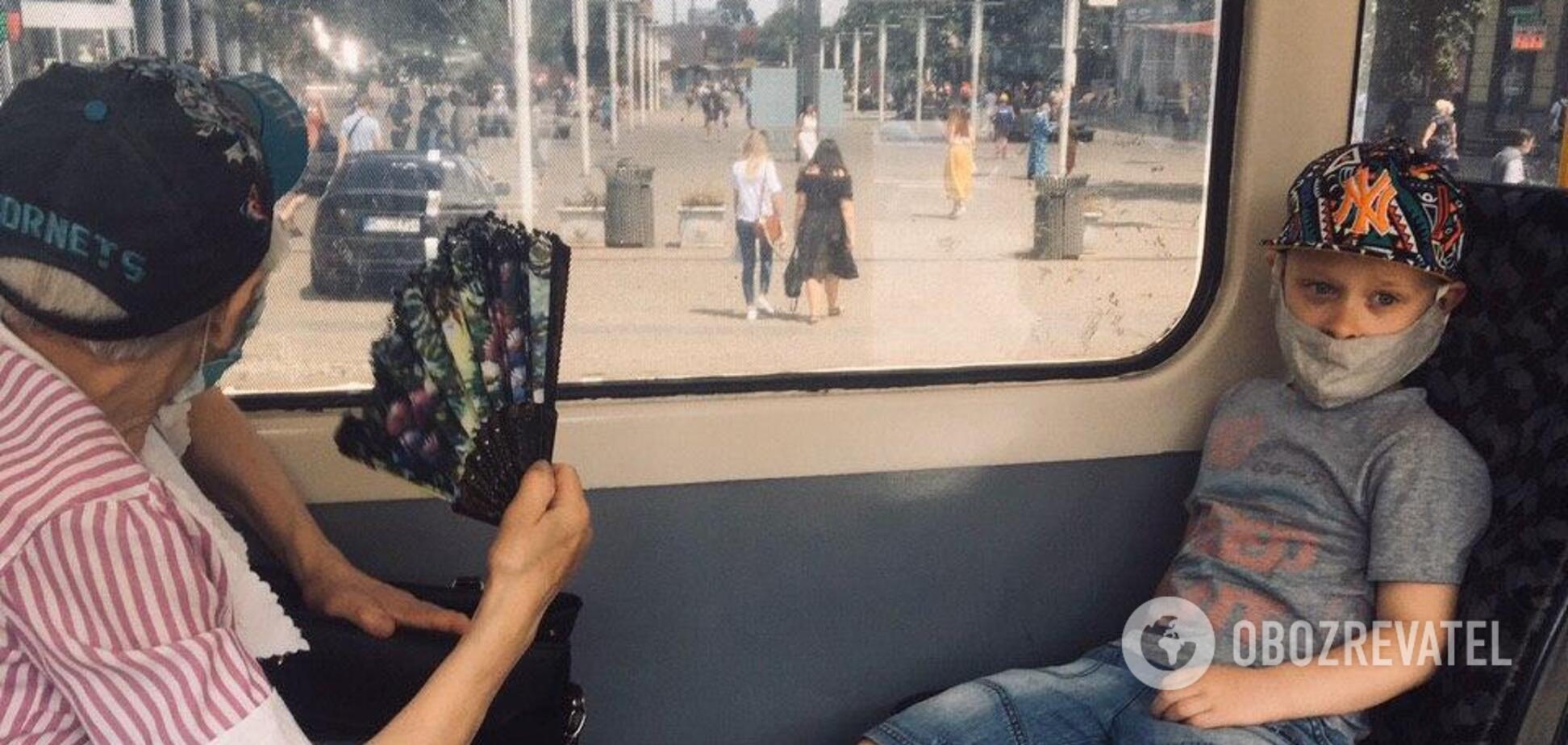 От масок до дистанции: соблюдают ли безопасность жители Днепра в транспорте