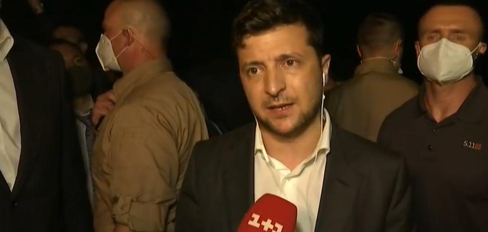 Зеленский пообещал пострадавшим от наводнений новое жилье