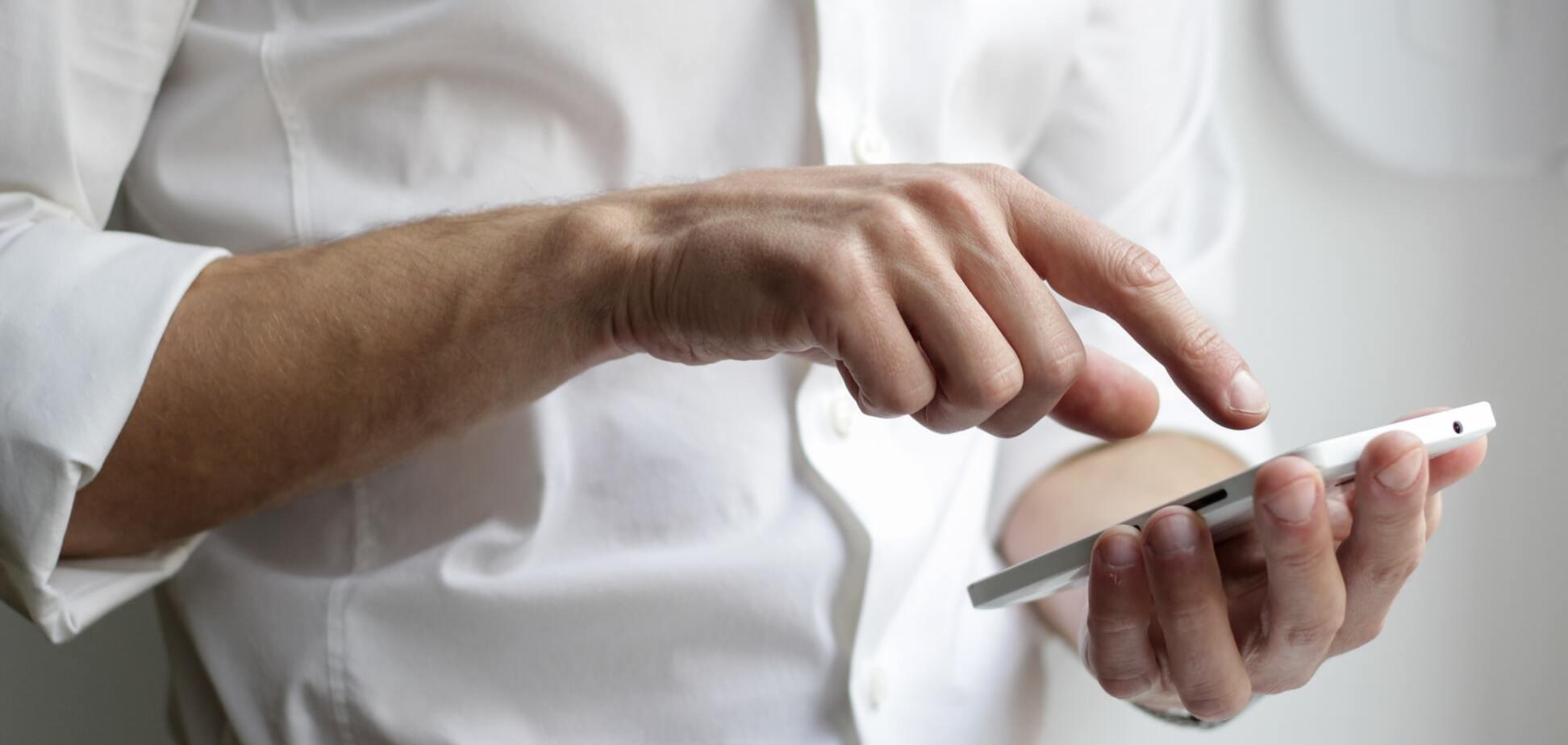 Завжди є небезпека, що смартфон можуть зламати шахраї. Джерело: unsplash.com