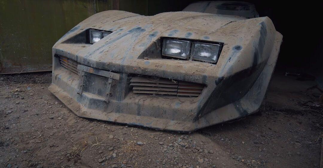 Старый Chevrolet Corvette C3 нашли в гараже спустя 13 лет. Фото: carakoom.com