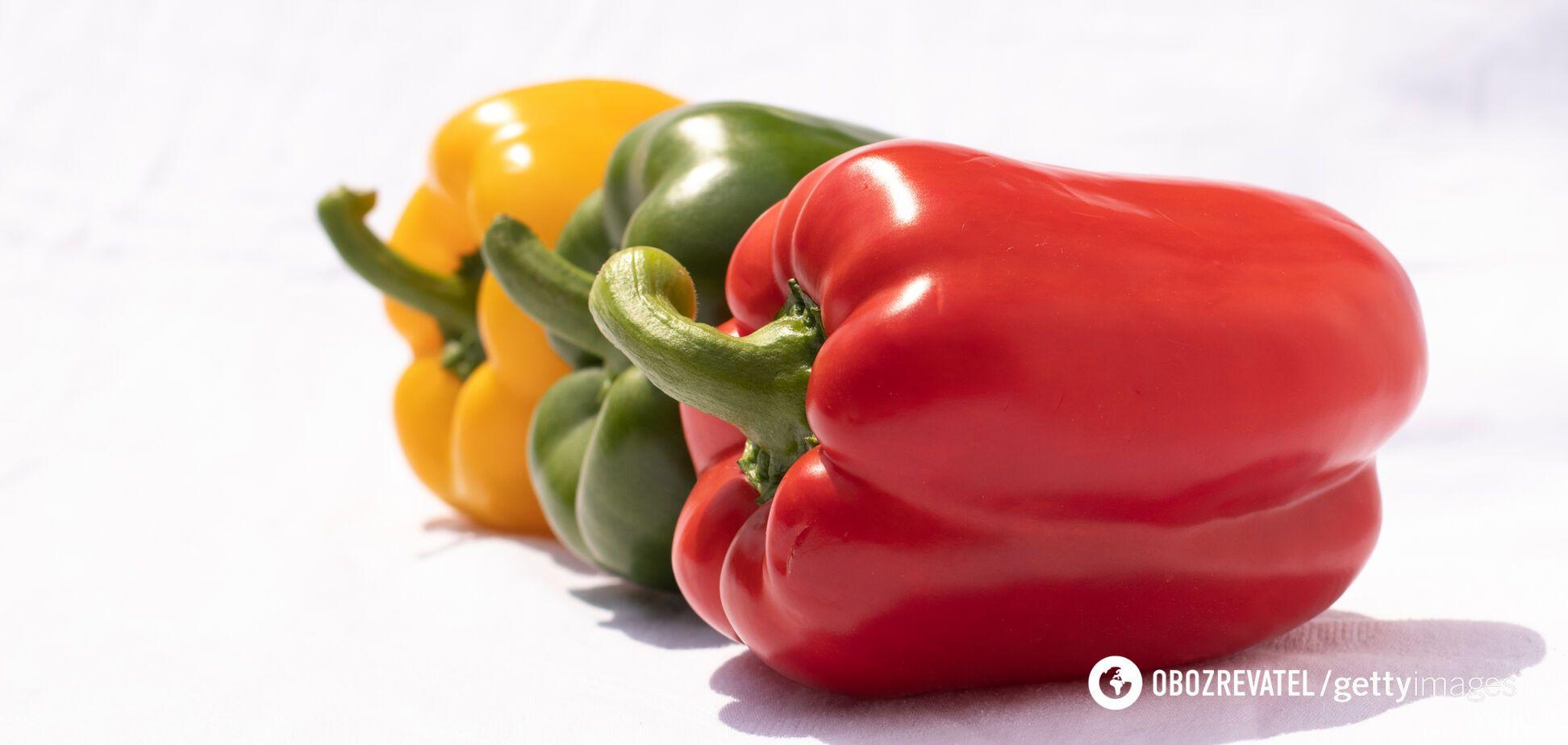 У червоному перці міститься більше вітаміну С, ніж в жовтому або зеленому