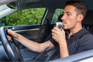 Виробників авто зобов'язали встановлювати в машини алкотестери