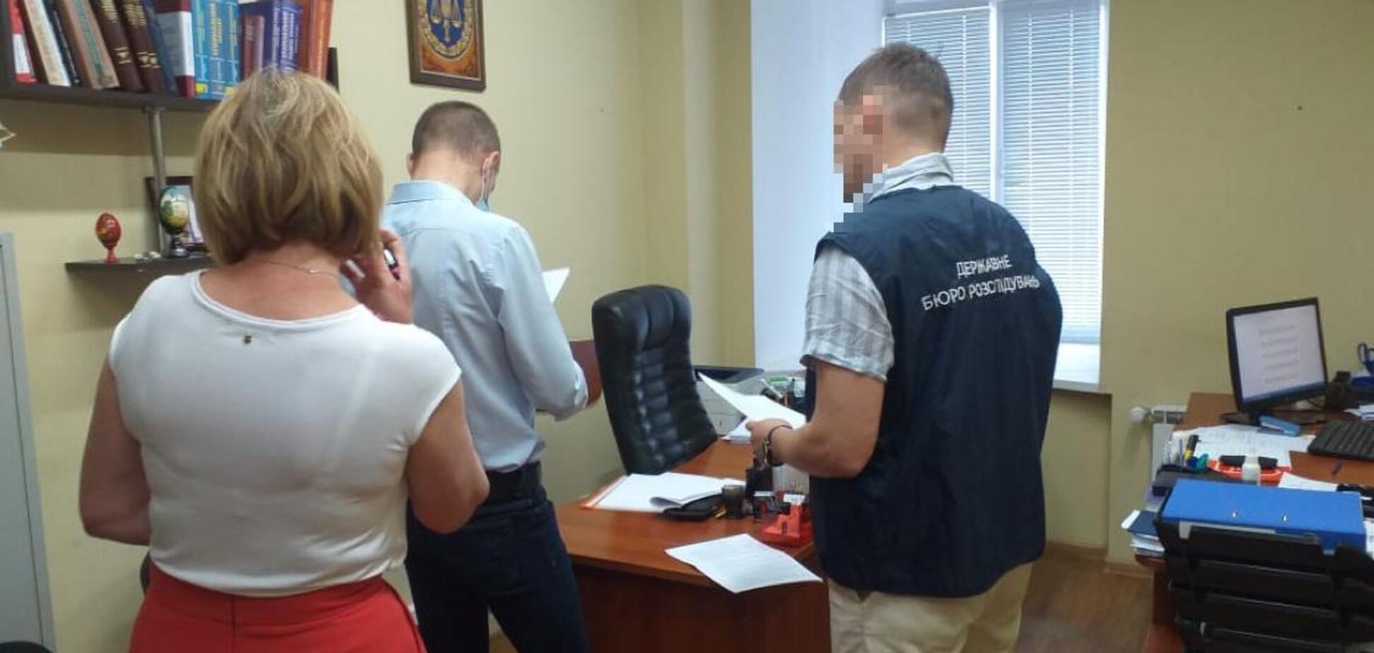 В Киеве бывший следователь 'потерял' изъятые 1,2 млн грн, ему озвучено подозрение