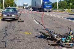 В Днепре автомобиль сбил мотоциклиста: мужчина погиб на месте. Фото