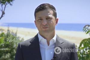 Зеленський на пляжі записав відео до Дня Конституції та присоромив українців
