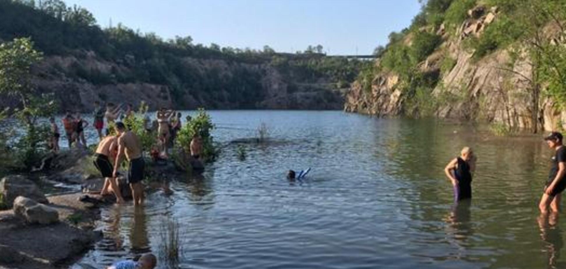 В Кривом Роге подросток утонул во время отдыха с друзьями. Фото 18+