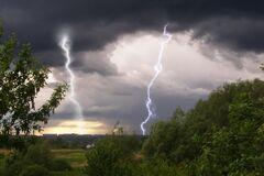 Грозы ударят с запада: синоптики уточнили прогноз погоды на среду в Украине