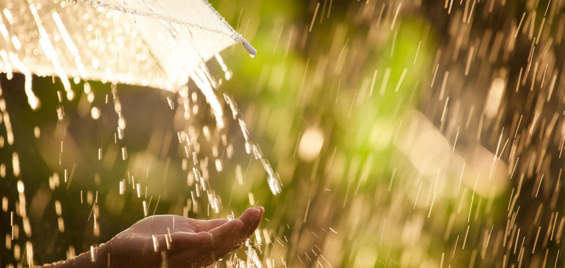 Тепло, но дождливо: синоптики уточнили прогноз погоды в Днепре