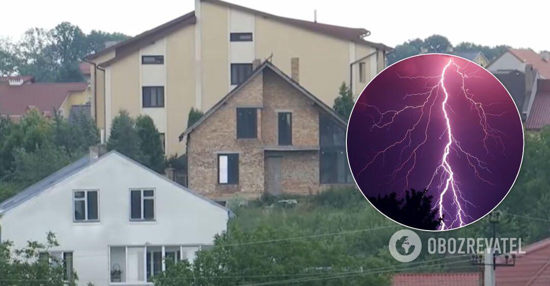 На Львовщине молния ударила женщину, попав в дом через розетку