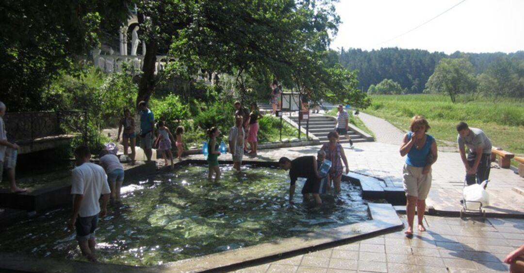 На Львівщині люди влаштували масове купання проти COVID-19. Відео