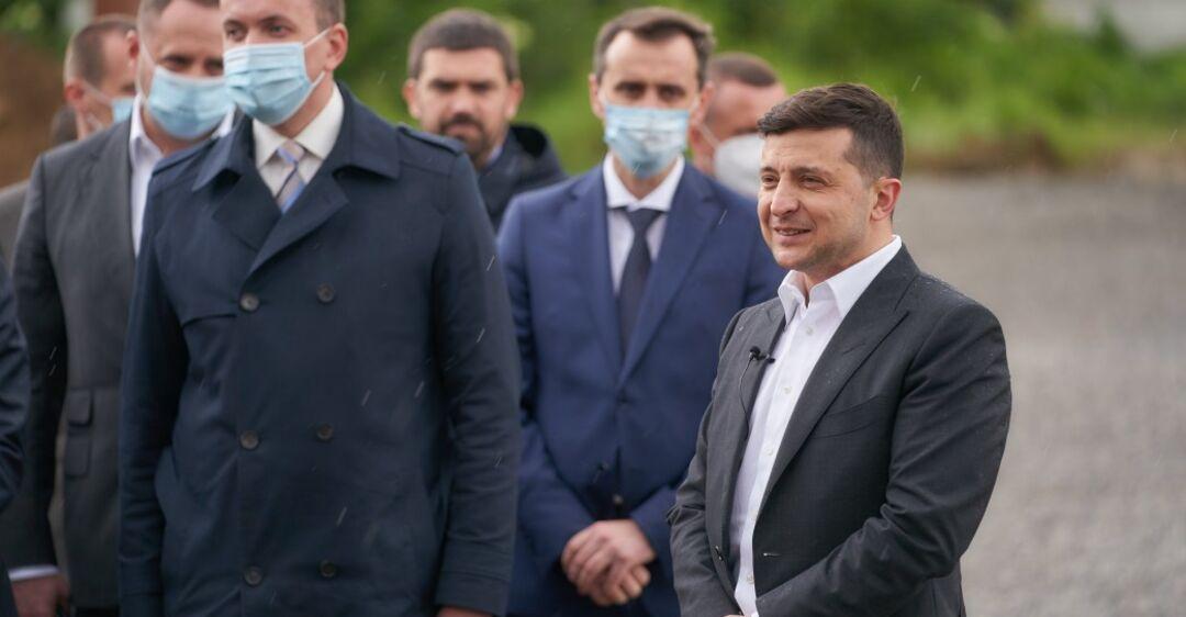 Зеленский заявил, что контрабандисты будут 'штормить' Украину 2-3 года