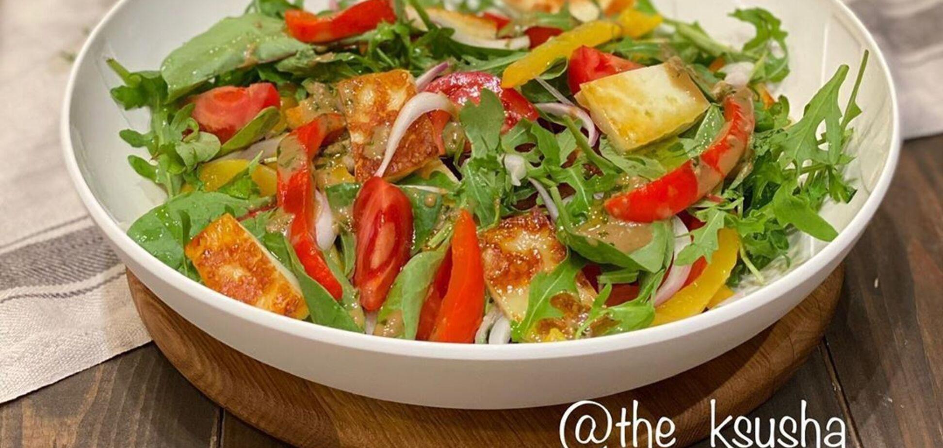 Рецепт: овощной салат с запеченым перцем и адыгейским сыром