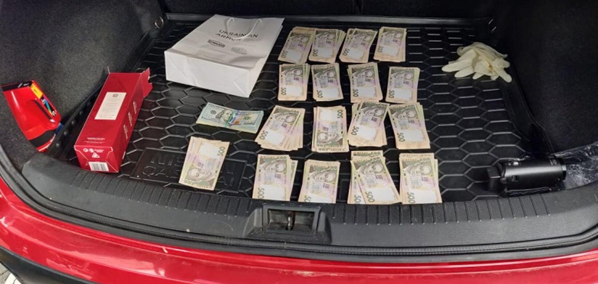 В Киеве топ-чиновника МОН поймали на взятке в 300 тысяч грн