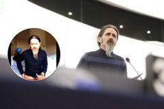 Депутат Європарламенту брав участь в дебатах без штанів: курйозне відео