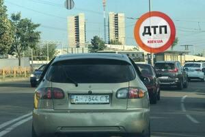 Українські водії стали активно замазувати номери своїх авто