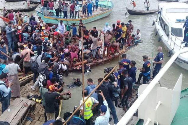 В Бангладеш паром протаранил лодку: более 30 жертв