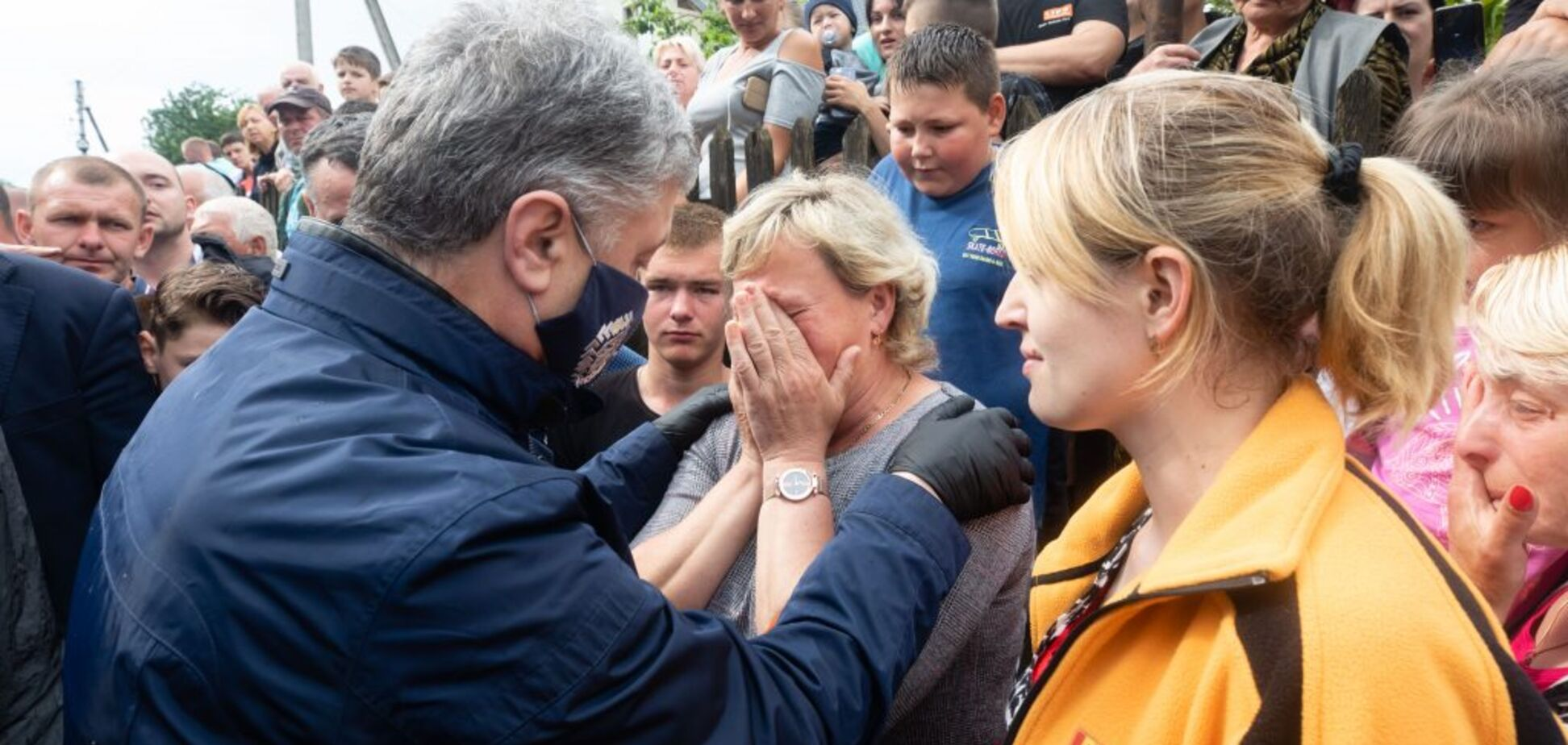 Порошенко обратился к правительству из-за наводнений на Прикарпатье