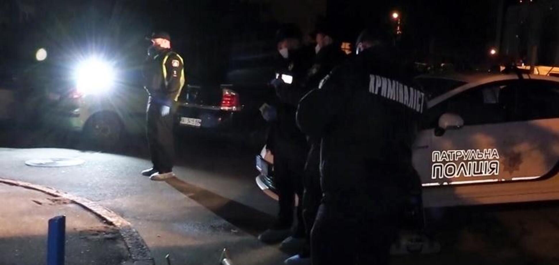 В Киеве мужчина набросился с ножом на друзей падчерицы, есть погибший