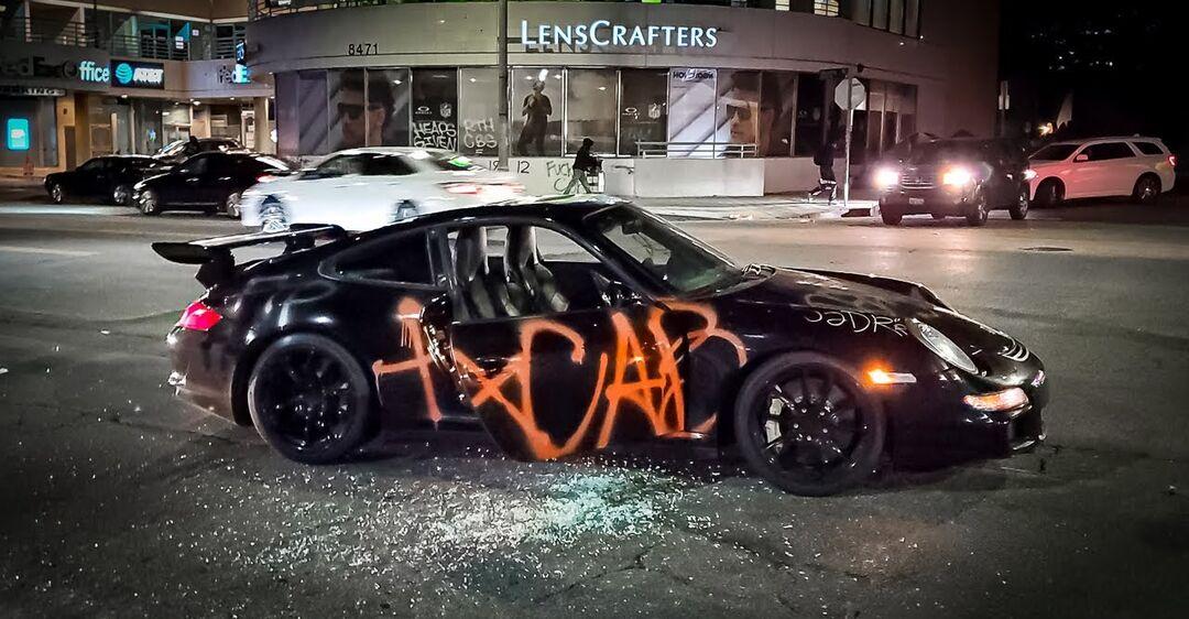 Вандалы не оставили живого места на редком и дорогом Porsche