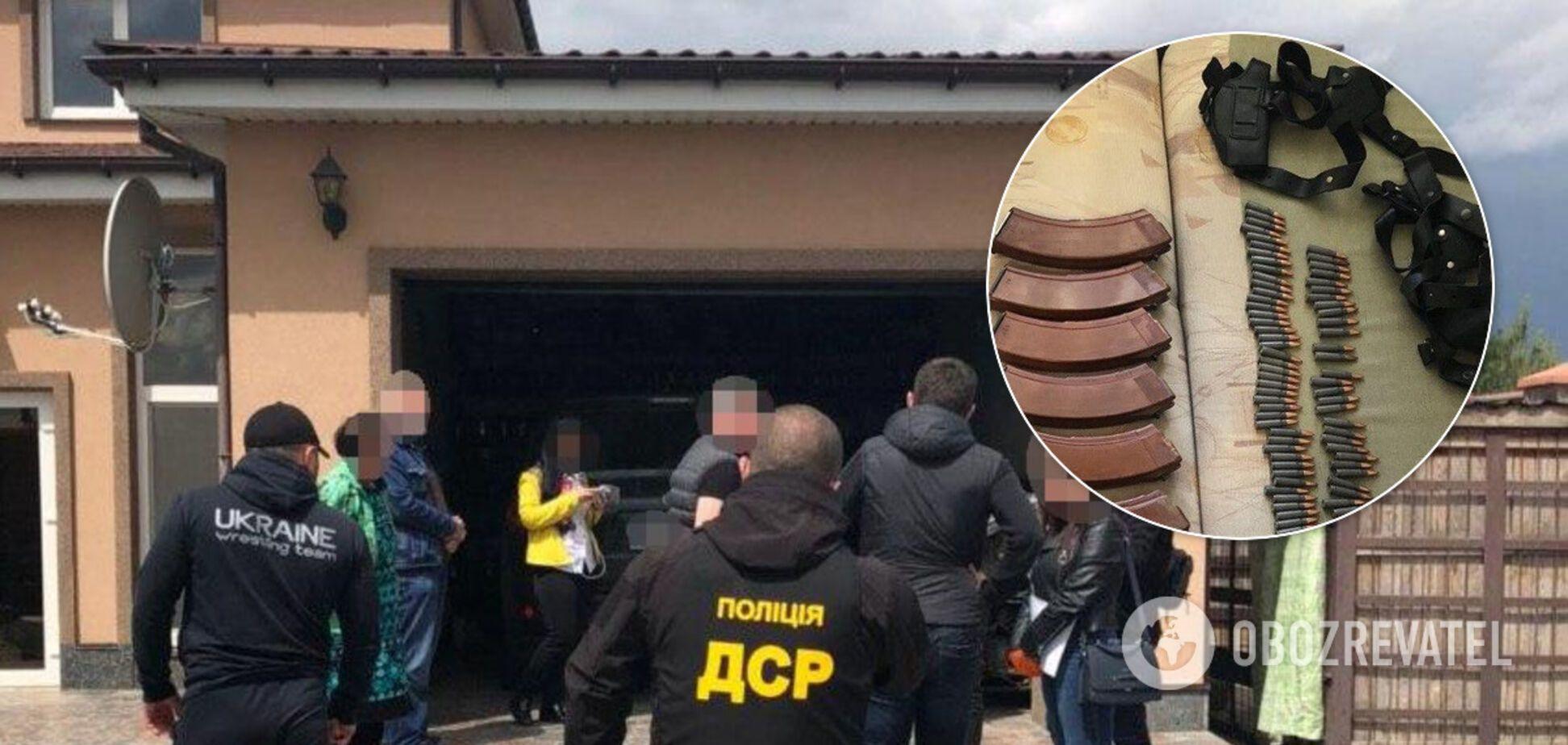 Поліція провела обшуки у фігурантів перестрілки в Броварах: вилучені ножі та пістолети