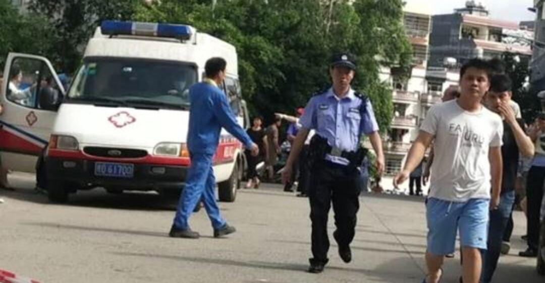 В Китае охранник напал на школу: ранены десятки детей. Фото и видео ЧП
