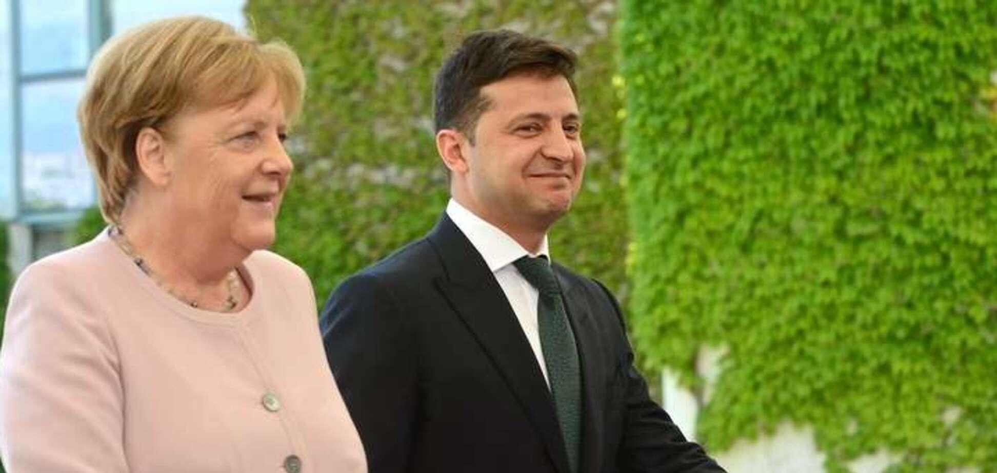 Зеленский заявил о прорыве Нормандского формата после разговора с Меркель