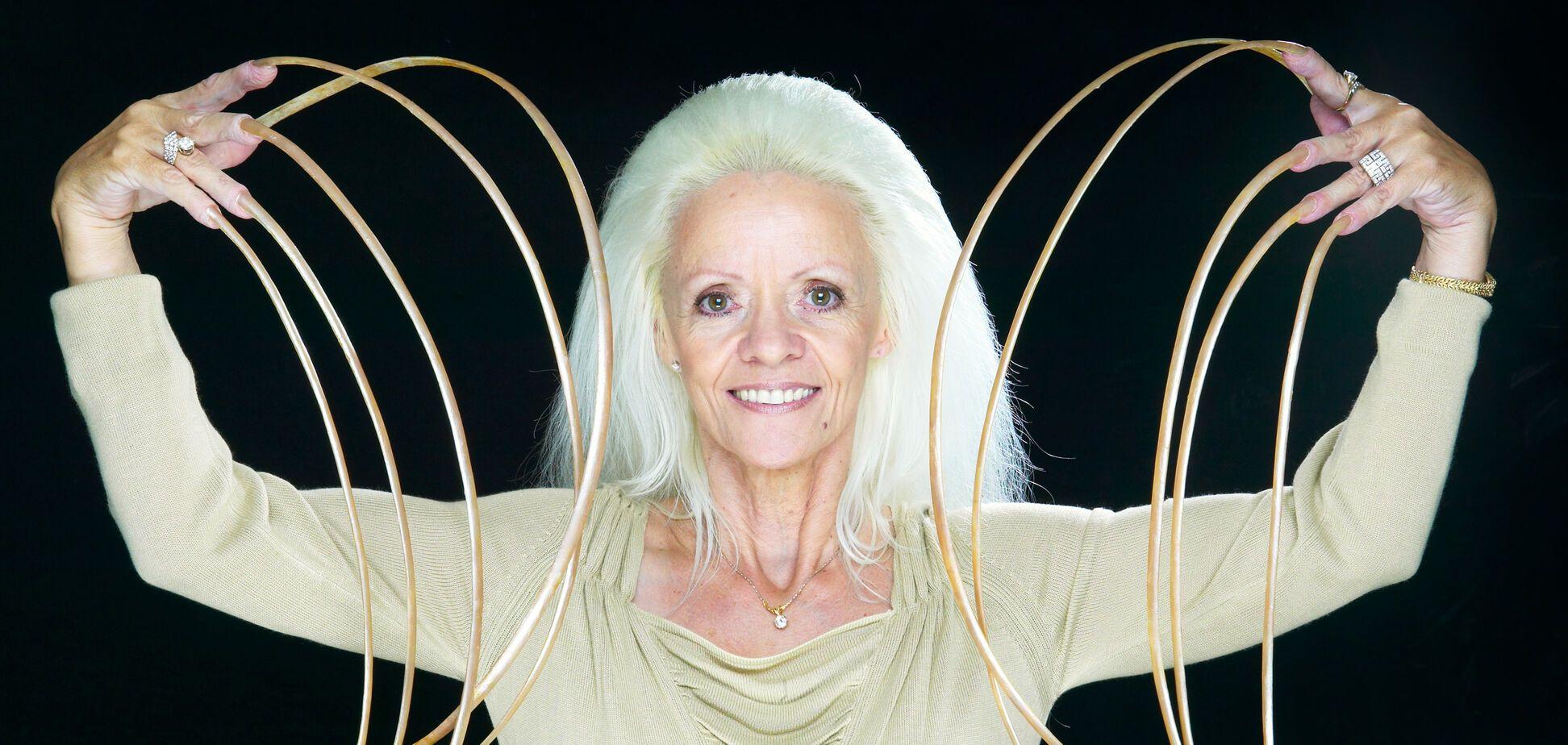Рекордсменка книги Гіннесса потрапила в аварію і втратила найдовші у світі нігті