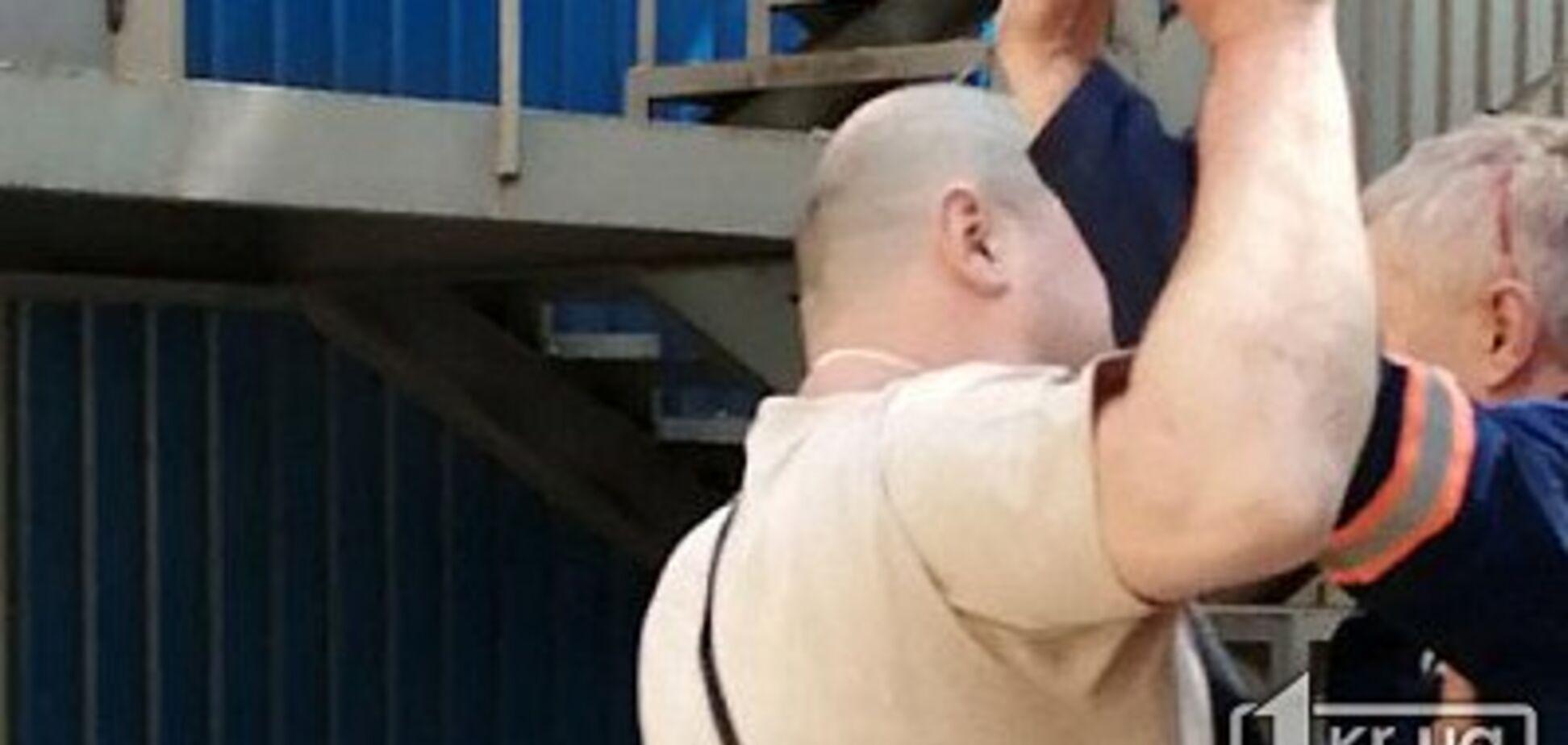 В Кривом Роге коммунальщиков избили за шумный ремонт дороги. Фото