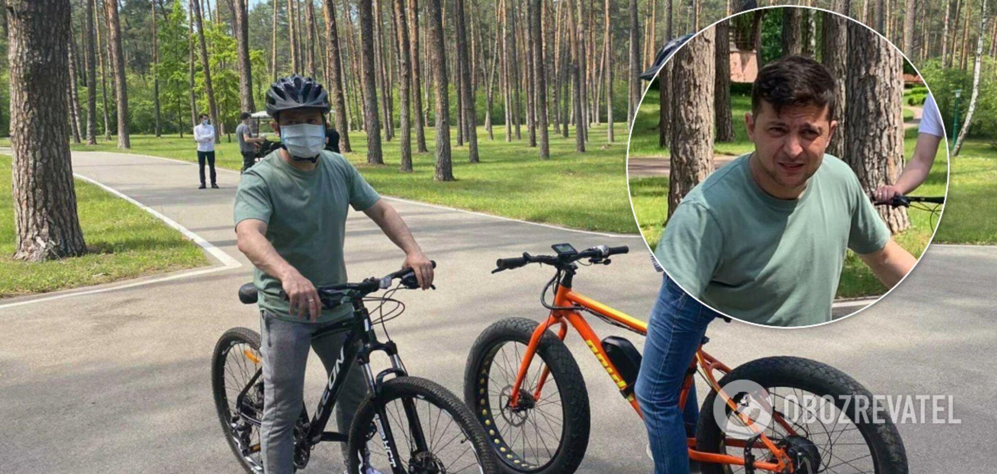 Зеленский покатался с журналистами на велосипедах. Фото