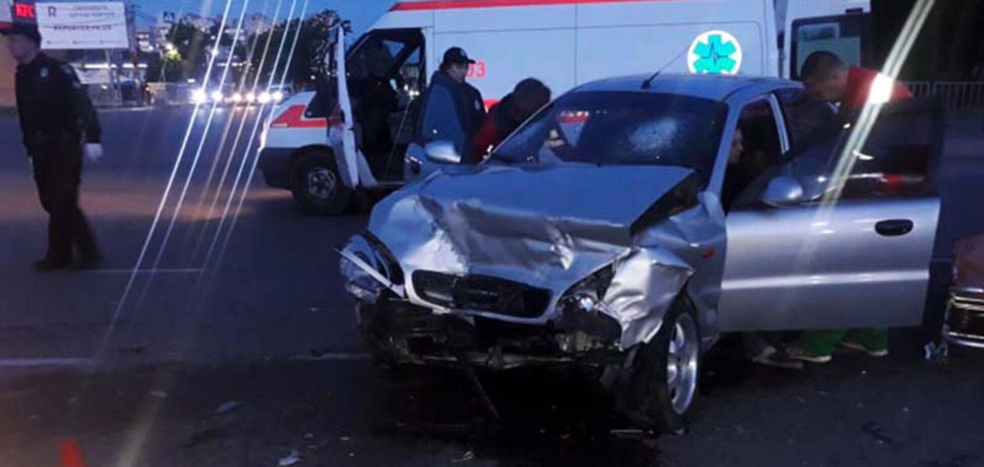 В Днепре на перекрестке столкнулись два автомобиля: пострадало 4 человека. Фото