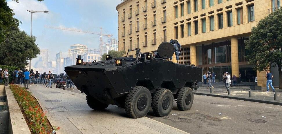 У здания парламента Ливана произошли стычки: полиция применила газ